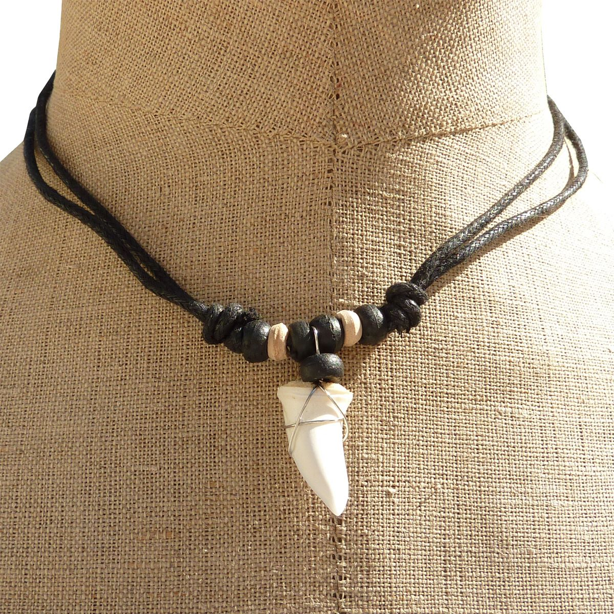 Collier dent de requin véritable sur cordon collier surf de Bali