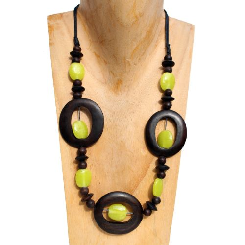 Collier original long en bois naturel et pâte de verre Vert  anis
