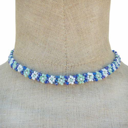 Collier en perles de rocaille motif fleurs Vert Bleu Blanc Artisanat