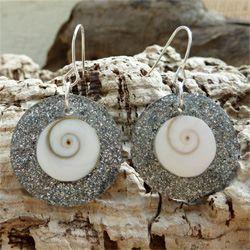 Boucles d'oreilles originales Oeil de Sainte Lucie et paillettes argentées