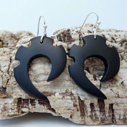 Boucles d'Oreilles en bois teinté noir style Tribal ou Ethnique