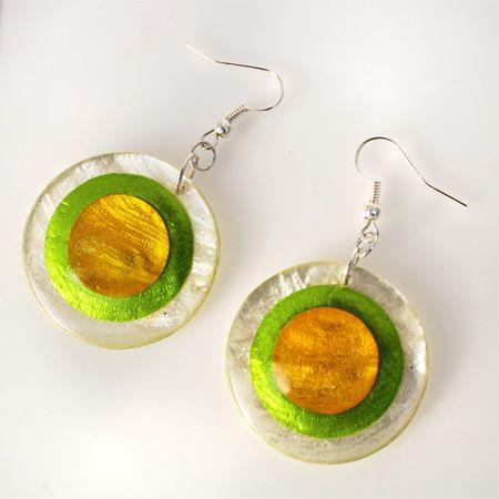 boucles d'oreille en nacre cercles colorés jaune vert Artisanat de Bali