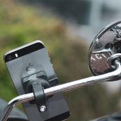 Support de smartphone sur rétroviseur de moto et scooter