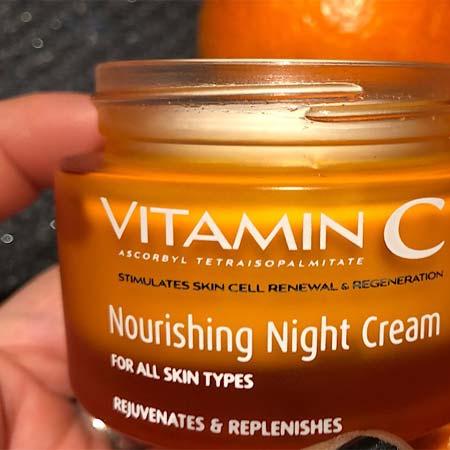 Zoom sur la crème Vitamine C de chez Arganicare