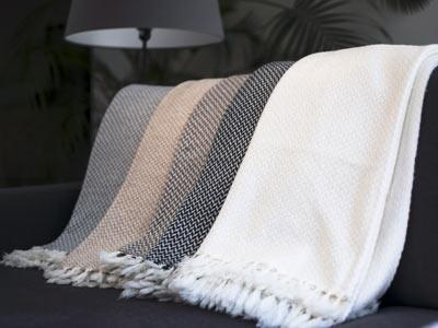 Plaid en cachemire & laine : pour quelles utilisations ?