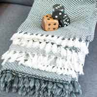 Comfortable throw in cashmere and wool: grey / ivory