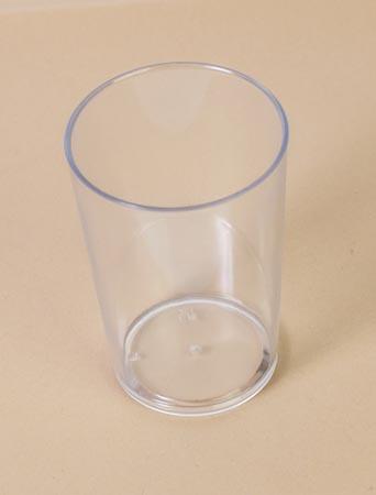 Wasserglas aus Plastik