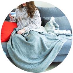 Decken aus vierfädigem Kaschmir und Wolle.