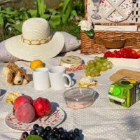 Beige met witte stippen picknickleed met waterdichte achterkant (280 x 140 cm)